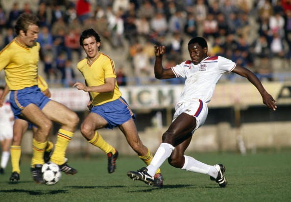 O destaque no Norwich levou Fashanu à Seleção Inglesa sub-21 (Foto: Bob Thomas/Getty Images)