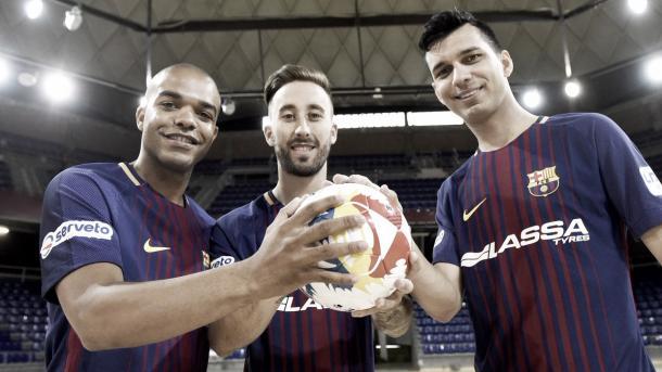 Leo Santana, Rivillos y Esquerdinha ya lucen la camiseta del Barcelona | Foto: @FCBFutbolSala