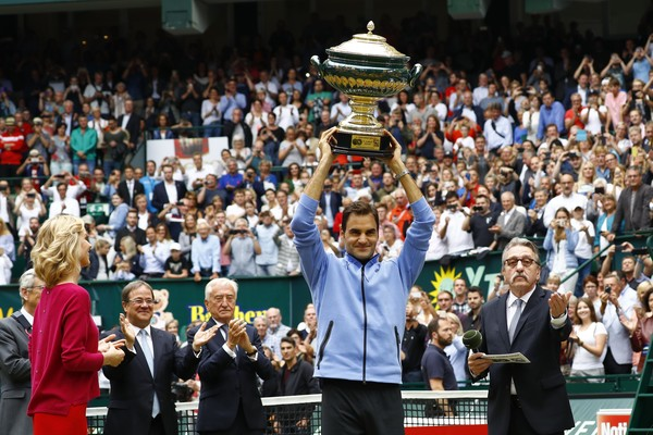 Federer's ninth title at Halle gives him a confidence boost ahead of Wimbledon (Photo by Joachim Sielski / Bongarts)