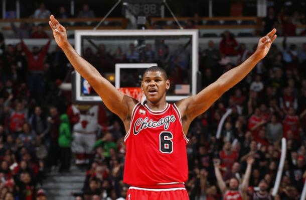 Regra contratual cancela acordo com os Rockets e Nenê continua livre