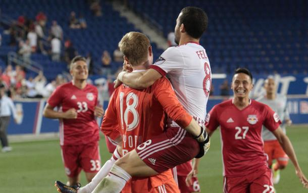 Meara celebrates after the penalty kick save | Photo: TheCup.us