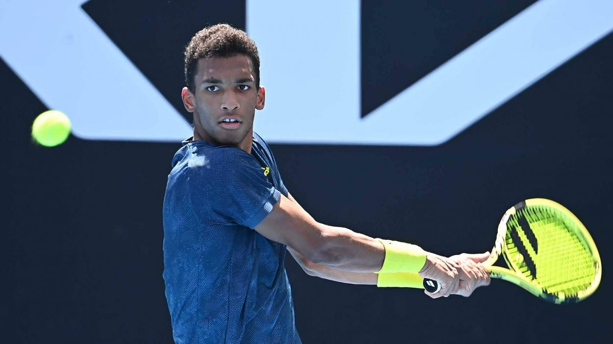 Auger-Aliassime is looking to play longer rallies to test Shapovalov's patience/Photo: Andy Brownbill/Associated Press