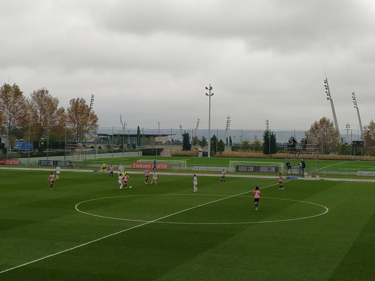 El centro del campo fue donde se vivió la batalla de la primera mitad. Fuente: VAVEL