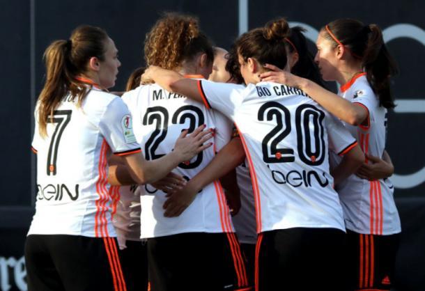 Algunas jugadoras celebrando un tanto | Fuente: Twitter VCF Femenino