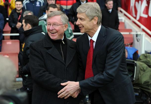 Wenger y Ferguson se saludan antes de un partido | Fotografía: Premier League