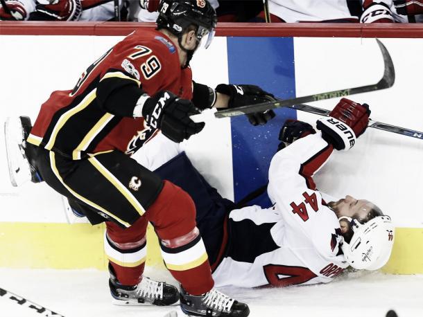 El delantero canadiense no rehuye del juego físico. Foto Al Charest/Postmedia