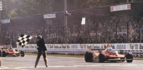 Scheckter taglia il traguardo davanti a Villeneuve
