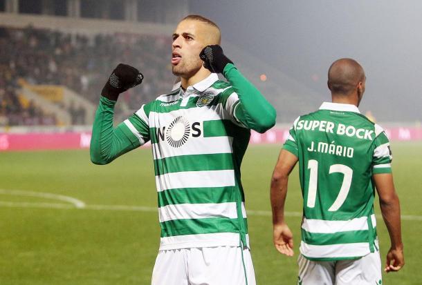 Slimani conta com o apoio de João Mário em todos os jogos (foto: Sporting.pt)