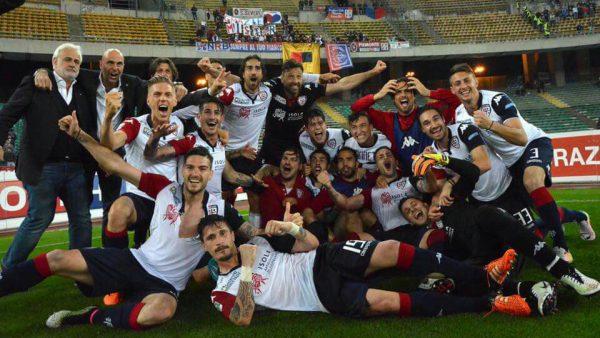 Cagliari celebrate promotion | Photo: calciogazzetta.it