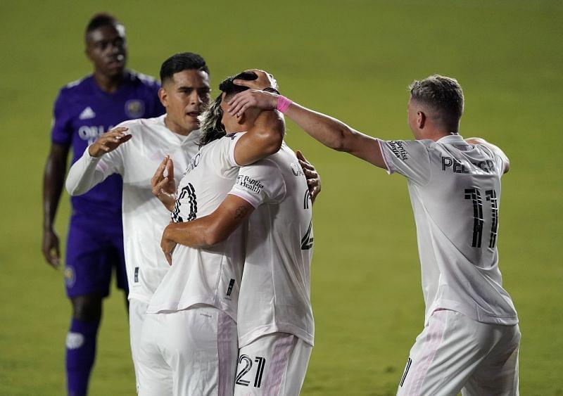 Jugadores de Inter Miami CF celebran un gol en el Sunshine Derby (sportskeeda.com)