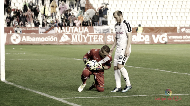 Zozulia en la disputa de un balón| Imagen: www.laliga.es