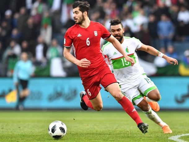 Irán disputando un amistoso en el mes de marzo contra Algeria | Foto: @FIFAWorldCup
