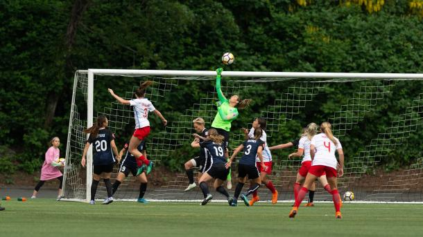 Lydia Williams makes a save in the 0-0 draw between these two teams earlier in the season. | Photo: isiphotos.com
