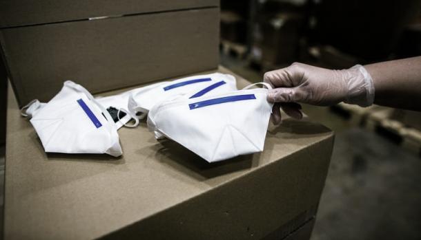 Máscaras estocadas nos armazéns secretos da Finlândia (Foto: Reprodução / Centro Nacional de Abastecimento de Emergência)