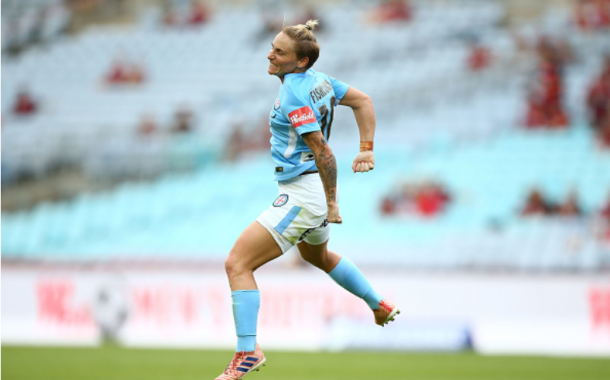 Melbourne City midfielder Jess Fishlock celebrates after scoring the go-ahead goal against the Western Sydney Wanderers. | Photo: Matt Blyth - Getty Images