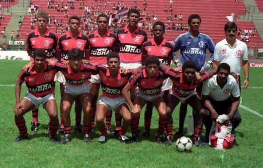 Júnior Baiano, Djalminha e Nélio foram titulares na final de 1990; zagueiro marcou o gol do título diante do Juventus | Foto: Reprodução