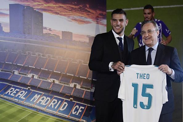Theo e o presidente Florentino Pérez | Foto: Javier Soriano/AFP/Getty Images