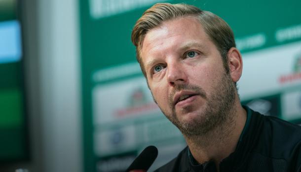 Florian Kohfeldt na coletiva (Foto: Reprodução / Werder Bremen)