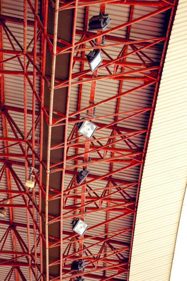 Los nuevos focos de LED instalados como refuerzo alrededor del estadio | Foto: Granada CF