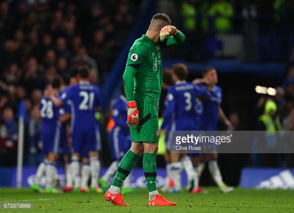 Forster durante la derrota ante el Chelsea | Foto: Getty Images