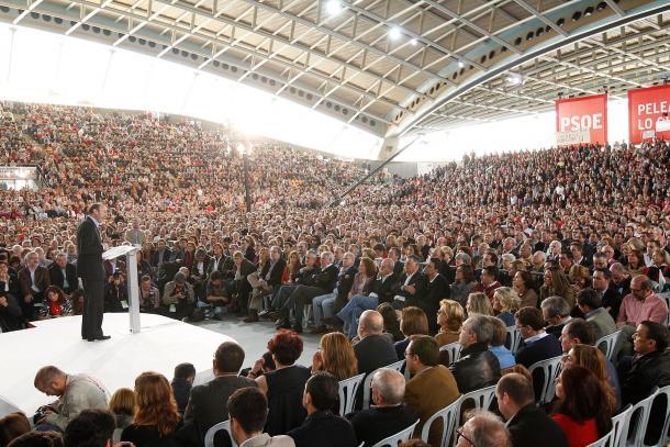 Rubalcaba durante un mitin político. Fuente: Cuenta oficial de Facebook de PSOE (@psoe).
