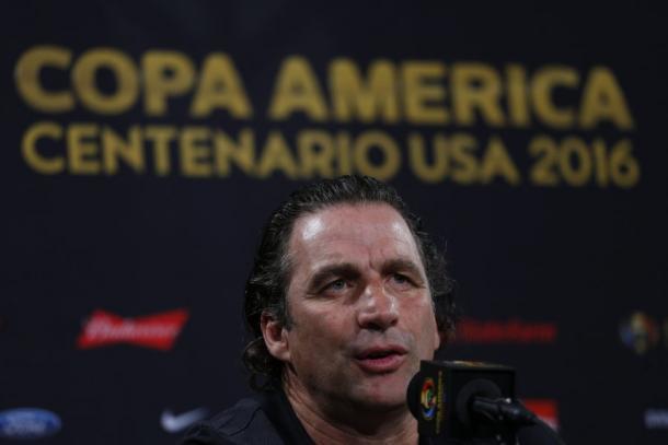 Juan Antonio Pizzi speaks to the press. Photo: Agencia Uno