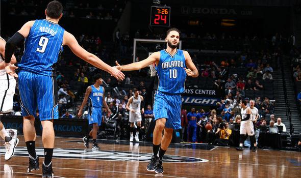 Vucevic y Fournier durante un juego en Brooklyn (Foto: Getty Images)
