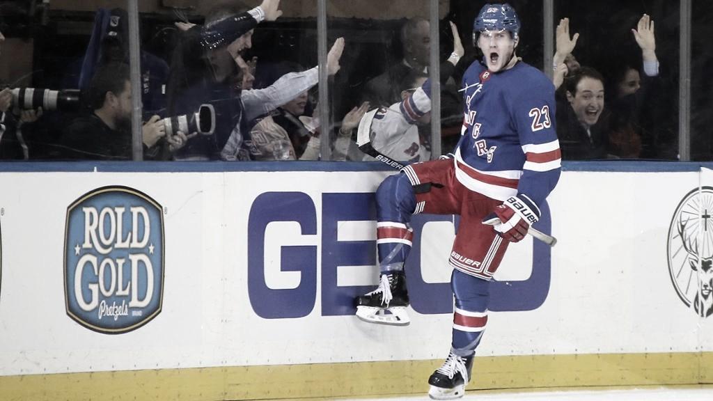 Adam Fox ha saltado a la élite esta temporada | Foto: NHL.com