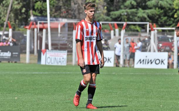 Foyth firmó su primer contrato con Estudiantes a principio de 2017. Foto: EDLP.
