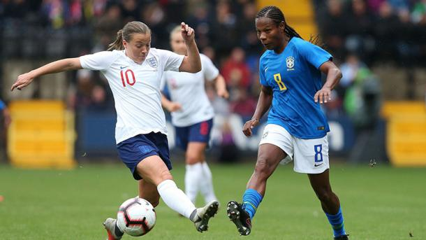 Formiga and Fran Kirby battle for the ball during the last match between the two teams | Source: thefa.com