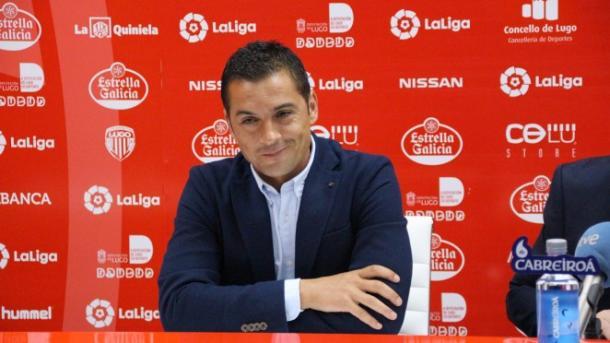 Francisco atendiendo a los medios de comunicación en sala de prensa. Fuente: cdlugo.com