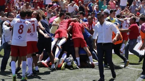 Francisco celebrando el gol de Azeez: UD Alemería