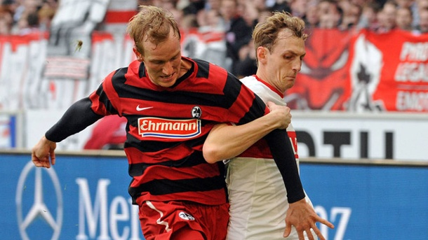 Niedermeier tussling with Frieburg's Jan Rosenthal in 2013. | Photo: T-Online/Heuberger/imago