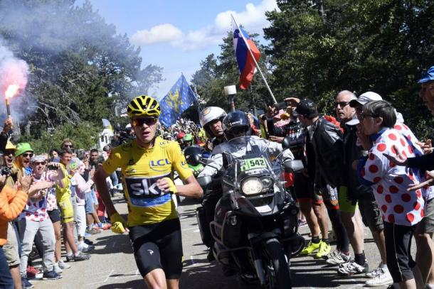 In a wild sight on one of cycling's most storied and iconic climbs, Froome had to run up Mont Ventoux after a crash involving a motorcycle left him without a bike. | Photo: Getty Images