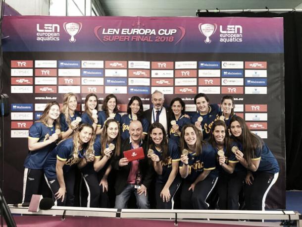 Waterpolistas españolas en la sede de la Liga Preemat / Fuente: Preemat