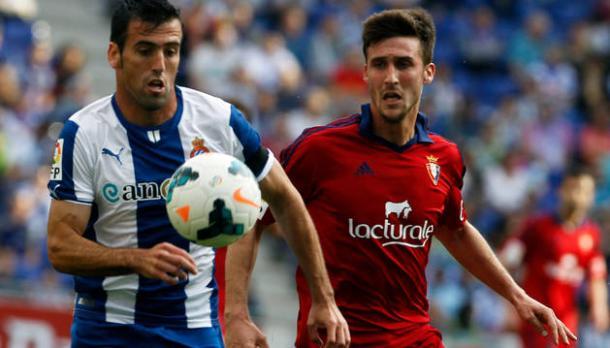 Fuentes -izquierda- junto a Oier durante un partido vistiendo la elástica del RCD Espanyol   Foto: RCD Espanyol
