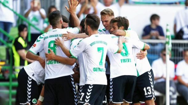 Zulj gets surrounded by his teammates after scoring the winner | Source: sportschau.de
