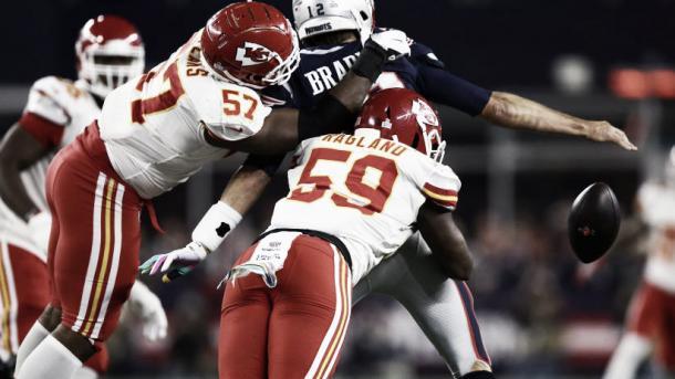 Este fumble forzado reavivó las esperanzas de los Chiefs para culminar la remontada | Foto: Chiefs.com