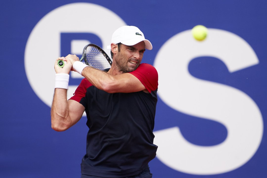 Andujar hits a backhand in his first-round victory/Photo: Barcelona Open Banc Sabadell