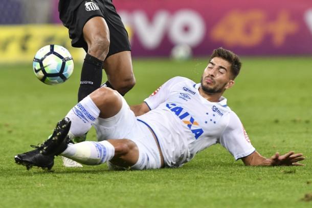 Lucas Silva vem mostrando técnica e raça nos jogos que faz pelo Cruzeiro (Foto: Washington Alves/ Light Press)
