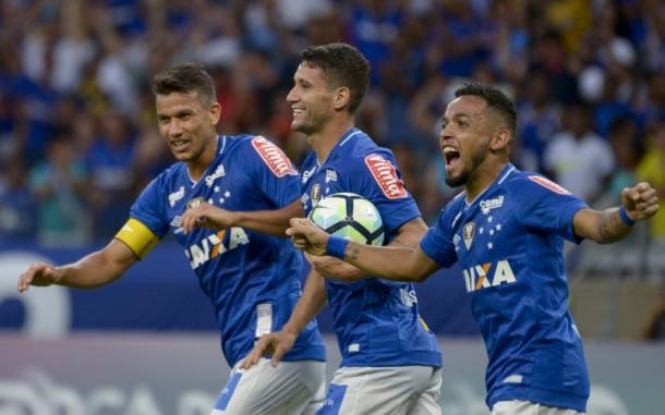 Thiago Neves comemora gol de empate do Cruzeiro (Foto: Washington Alves/Light Press/Cruzeiro)