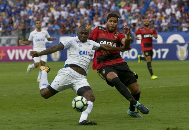 Raposa administra vantagem e sai vitoriosa sobre Leão (Foto: Washington Alves/Light Press/Cruzeiro)