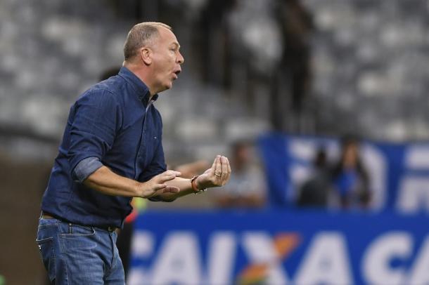 Mano é muito ativo à beira do campo nos jogos do Cruzeiro. (Foto: Washington Alves/Light Press/Cruzeiro)