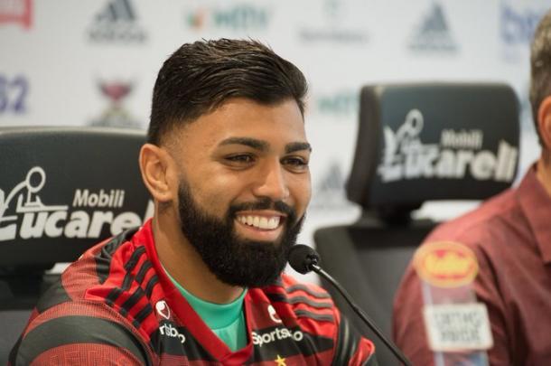 Gabigol na reapresentação como jogador definitivo do Fla (Foto: Reprodução/Flamengo)