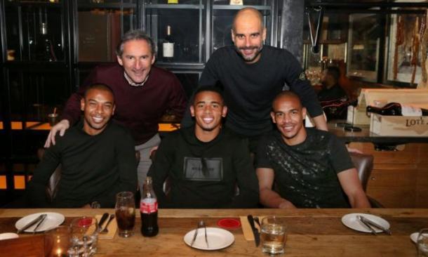 Gabriel Jesus a cena con Guardiola, Fernando e Fernandinho, www.goal.com
