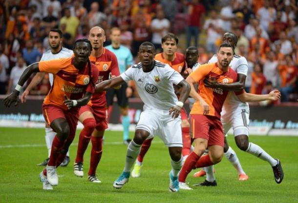 Attimi di gioco della gara tra Ostersund e Galatasaray. Fonte: Uefa.com