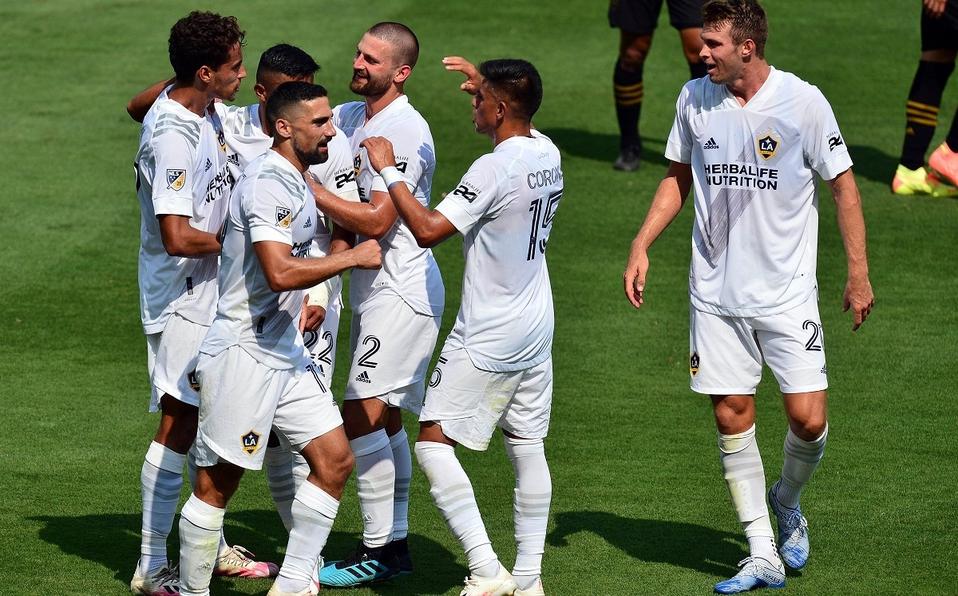 Jugadores de LA Galaxy celebrando un gol en 'El Trafico' (milenio.com)