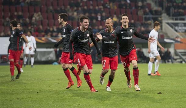 Laporte celebra el 2-3 en Augsburg. | Foto: Athletic.