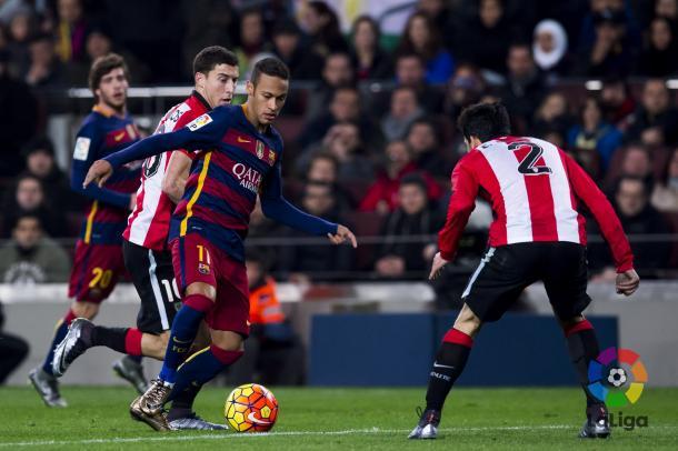 Bóveda y De Marcos tenían la difícil tarea de frenar a Neymar | Foto: LaLiga