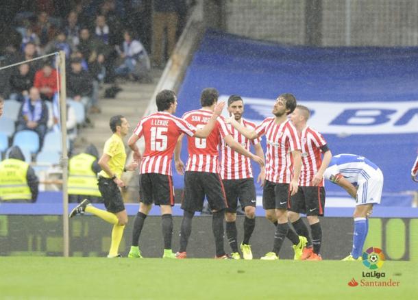Raúl García celebra su gol a la Real Sociedad. | Foto: LFP.